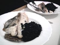 peixe e arroz preto ruzene